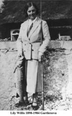 Lily Willis, Gurthreeva