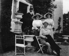 Colonel Brock Hollingshead and Family out side Ardvarna House c.1890