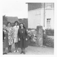 Mary Conneely [cousin go the Thornton family], Claremount, Anne Morrisey, Ellen Finnegan and [Believed to be] Ellen's sister | Paul Finnegan