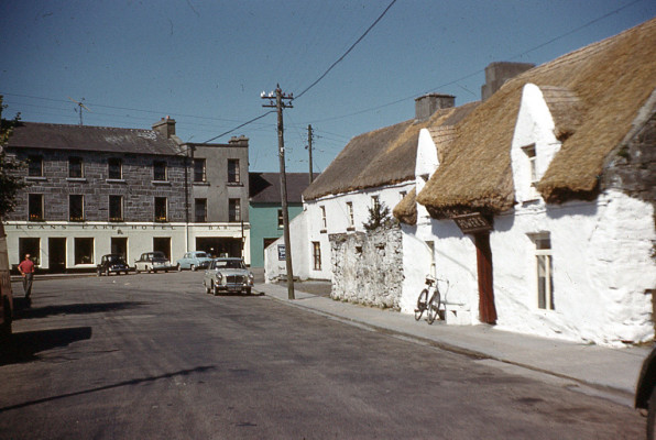 The Lake Hotel and Power's Pub