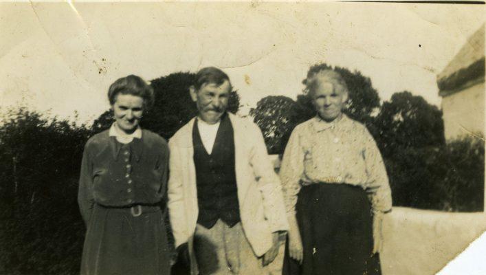 Bridget 'Mod' (Fahy) O'Connor, Patrick Maloney Shrue, with his wife Honor (Fahy) Maloney  Bridget & Honor were sisters. | Padraig Faherty