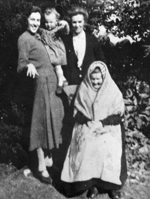 4 Generations  Winifred (Walsh) Fahy 1844-1937 sitting Bridget 'Mod' (Fahy) O'Connor 1879-1970 Winifred (O'Connor) Faherty 1912-1986 Mary Faherty (child) 1935 | Padraig Faherty