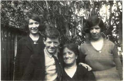 Marcella, Bill & Kathleen Gannon with their mother Julia Gannon (née Carr)