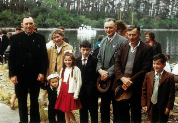Fr Martin Kinneavy, with Marcella & Paddy Kinneavy (right)  with their family and Jack Kinneavy (beside Paddy) on Inchagoill (1962)