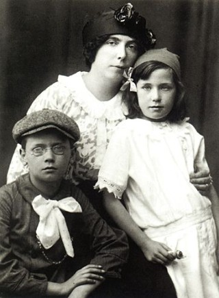 Nora Barnacle with her children.