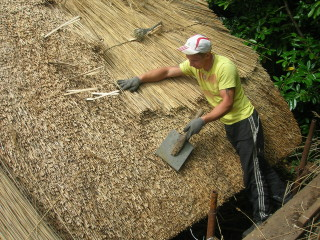 thatching the Mayfly Cottage